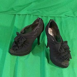 Chinese laundry 6M ruffle heels